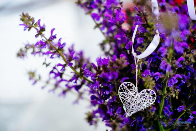 preparazione fiori della chiesa per il matrimonio a Bolzano