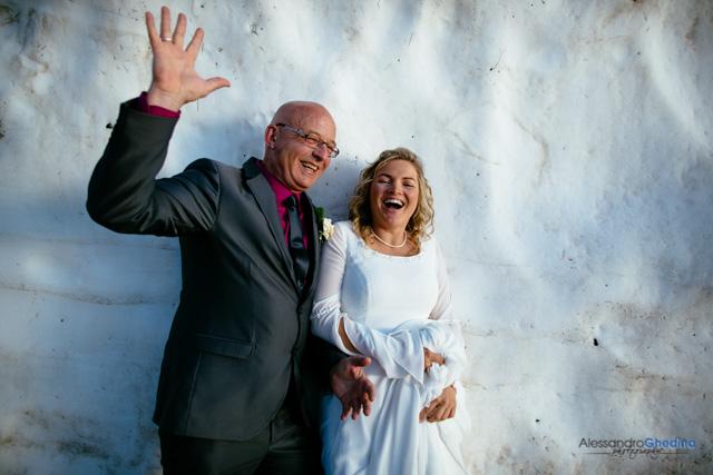 sposi si divertono sulla neve
