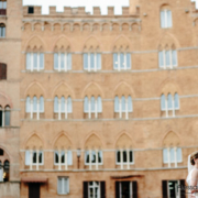 Siena Piazza del Campo a wedding couple have some photographs