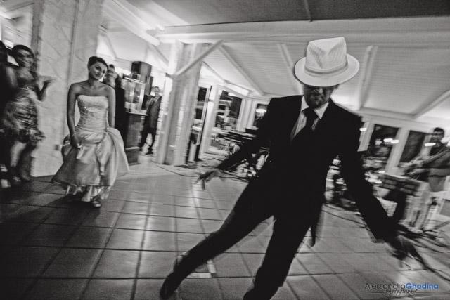 party di matrimonio gli sposi ballano per gli ospiti