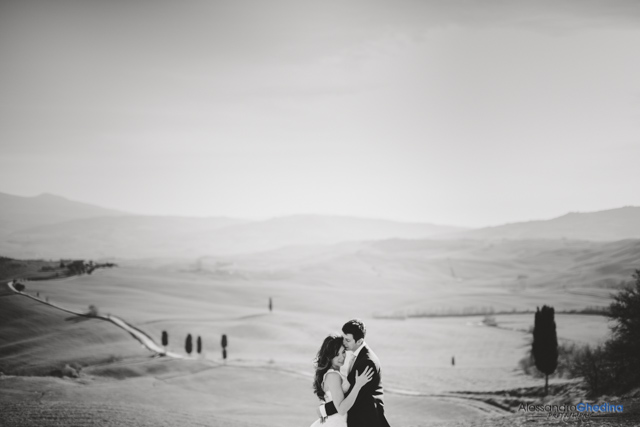 romantic wedding shot in Pienza