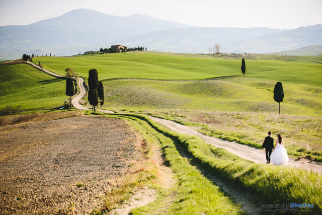 TRASH THE DRESS PHOTOGRAPHER TUSCANY | COUPLE PORTRAIT PHOTO IN PIENZA