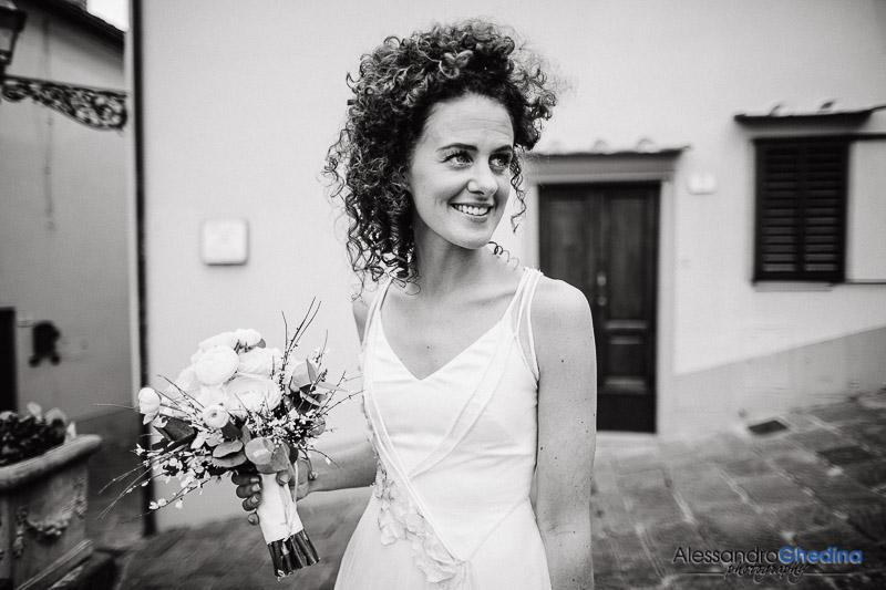 beautiful bride intimate wedding in Montegonzi arezzo