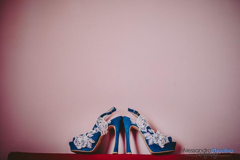 bellissime scarpe blu per la sposa