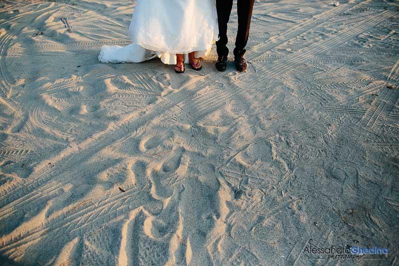 sposi in spiaggia alla sei del mattino