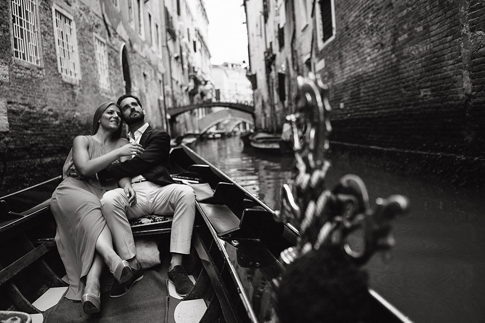 PHOTO SHOOT OF COUPLE IN VENICE ITALY
