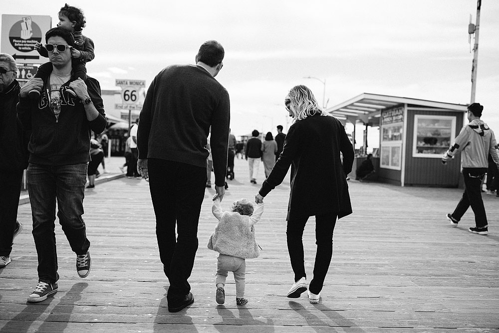 FAMILY PHOTOGRAPHS IN SANTA MONICA WITH THE LITTLE ELLIE