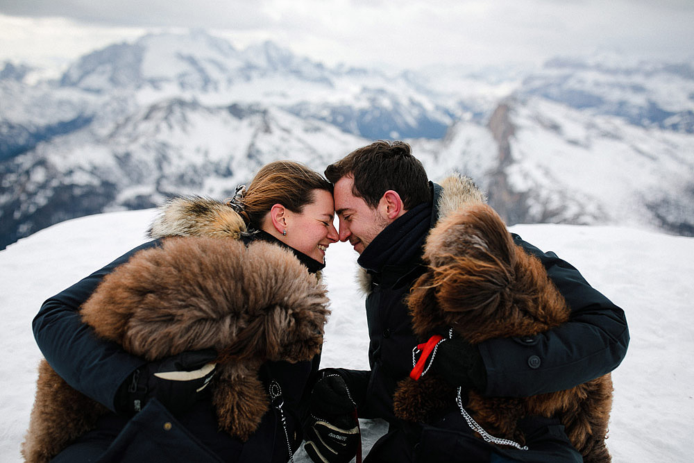 COUPLE PORTRAIT IN CORTINA AT 2700 MT OF ALTITUDE REFUGE LAGAZUOI