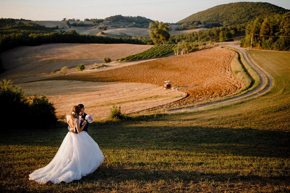 Matrimonio in Val d'Orcia in un romantico borgo Toscano