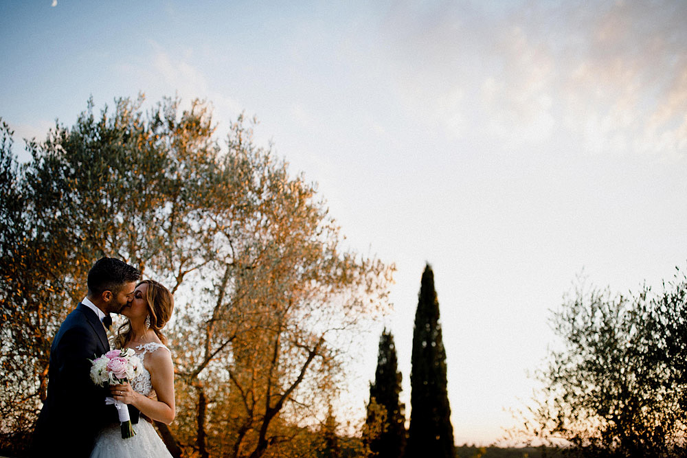 Matrimonio in Val d'Orcia in un romantico borgo Toscano :: Luxury wedding photography - 44