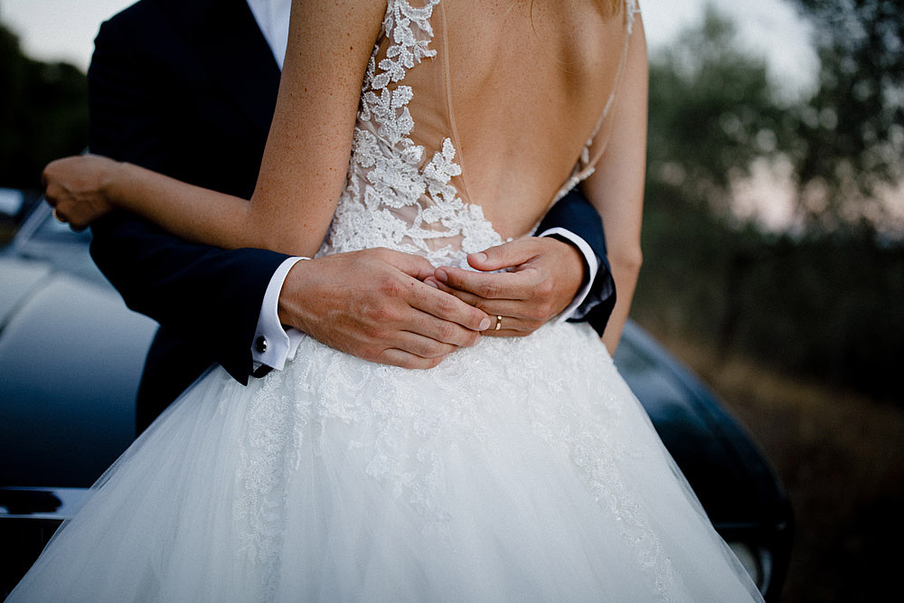 Wedding in Val d'Orcia in a romantic Tuscan village :: Luxury wedding photography - 1