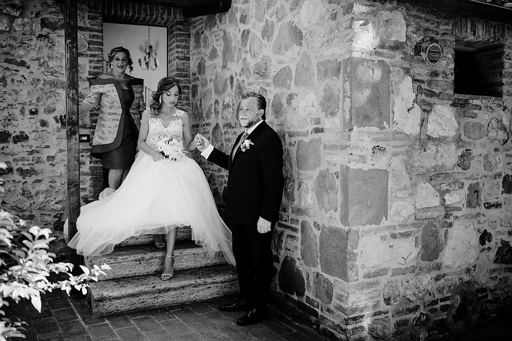 Wedding in Val d'Orcia in a romantic Tuscan village :: Luxury wedding photography - 17
