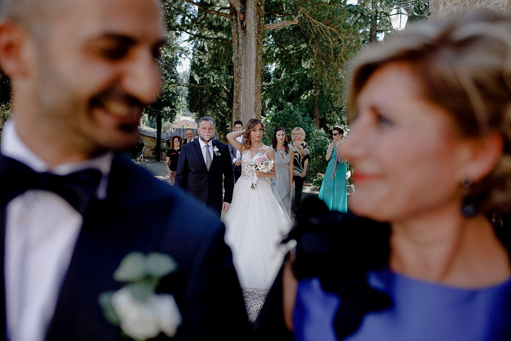 Wedding in Val d'Orcia in a romantic Tuscan village :: Luxury wedding photography - 23