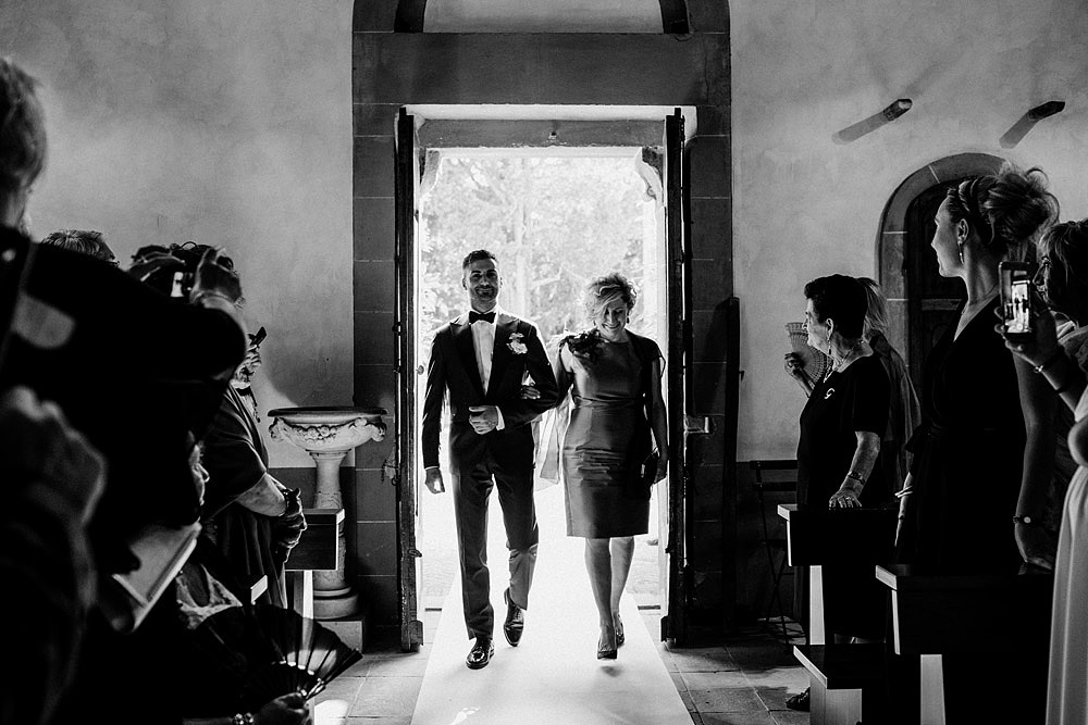 Wedding in Val d'Orcia in a romantic Tuscan village :: Luxury wedding photography - 24