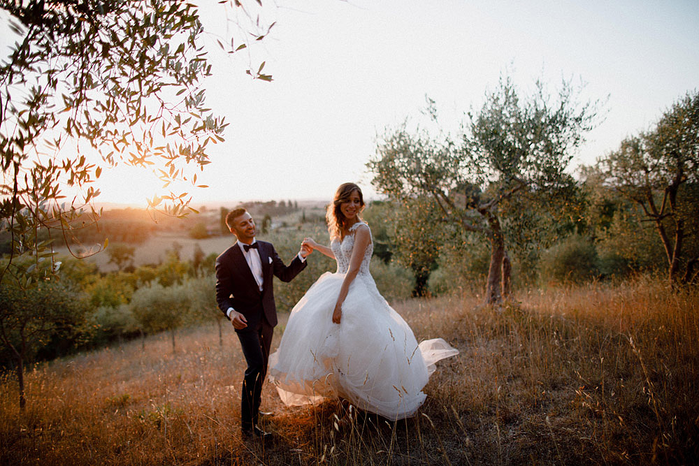 Wedding in Val d'Orcia in a romantic Tuscan village :: Luxury wedding photography - 46