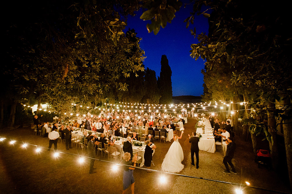 Wedding in Val d'Orcia in a romantic Tuscan village :: Luxury wedding photography - 48
