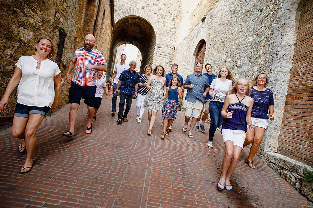 SAN GIMIGNANO FAMILY PORTRAIT IN TUSCANY :: Luxury wedding photography - 5