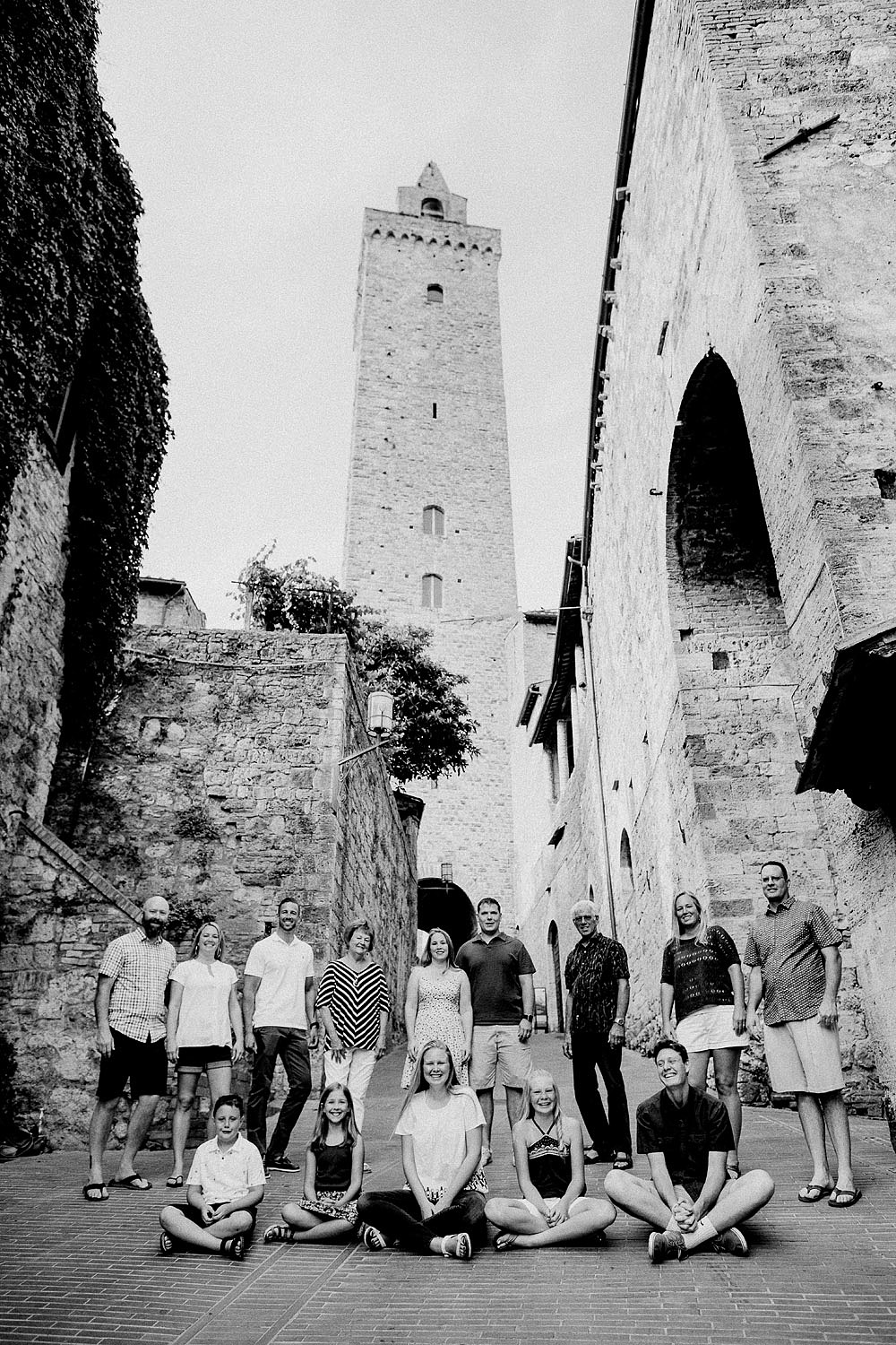 SAN GIMIGNANO FAMILY PORTRAIT IN TUSCANY :: Luxury wedding photography - 8
