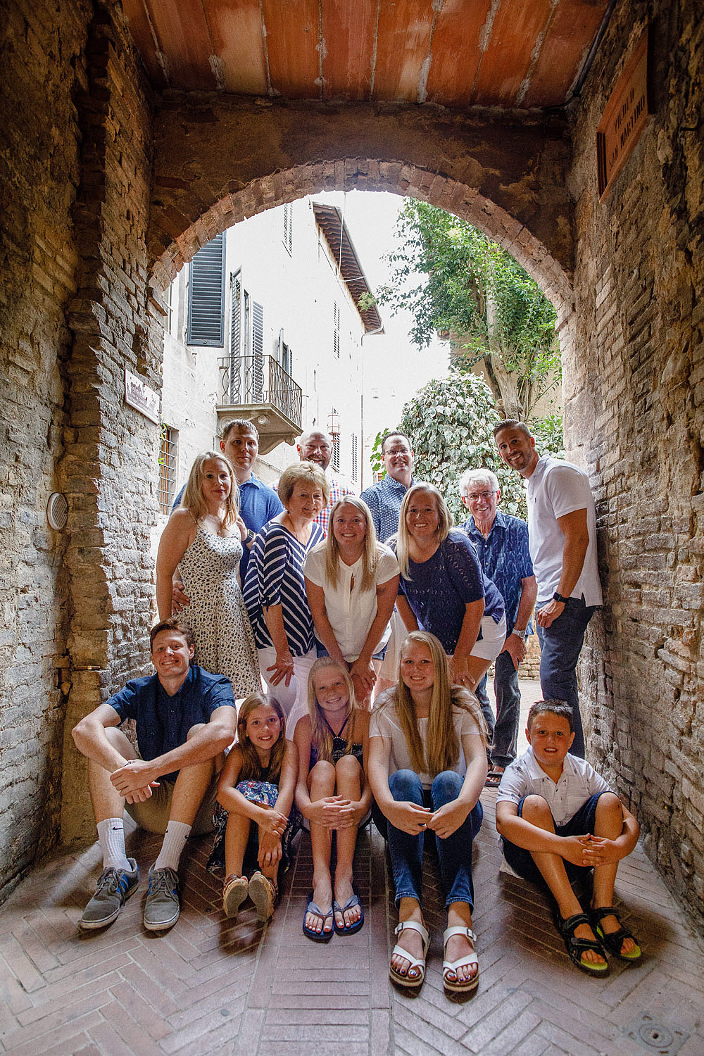 SAN GIMIGNANO FAMILY PORTRAIT IN TUSCANY :: Luxury wedding photography - 10