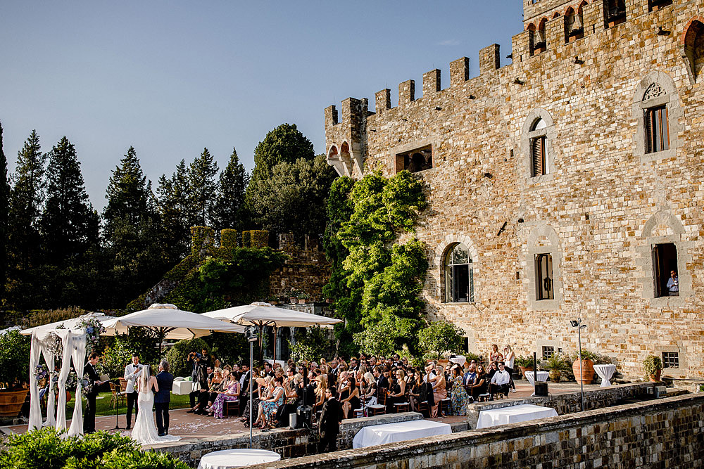 ART AND NATURE FOR A WEDDING AT CASTELLO VINCIGLIATA :: Luxury wedding photography - 31