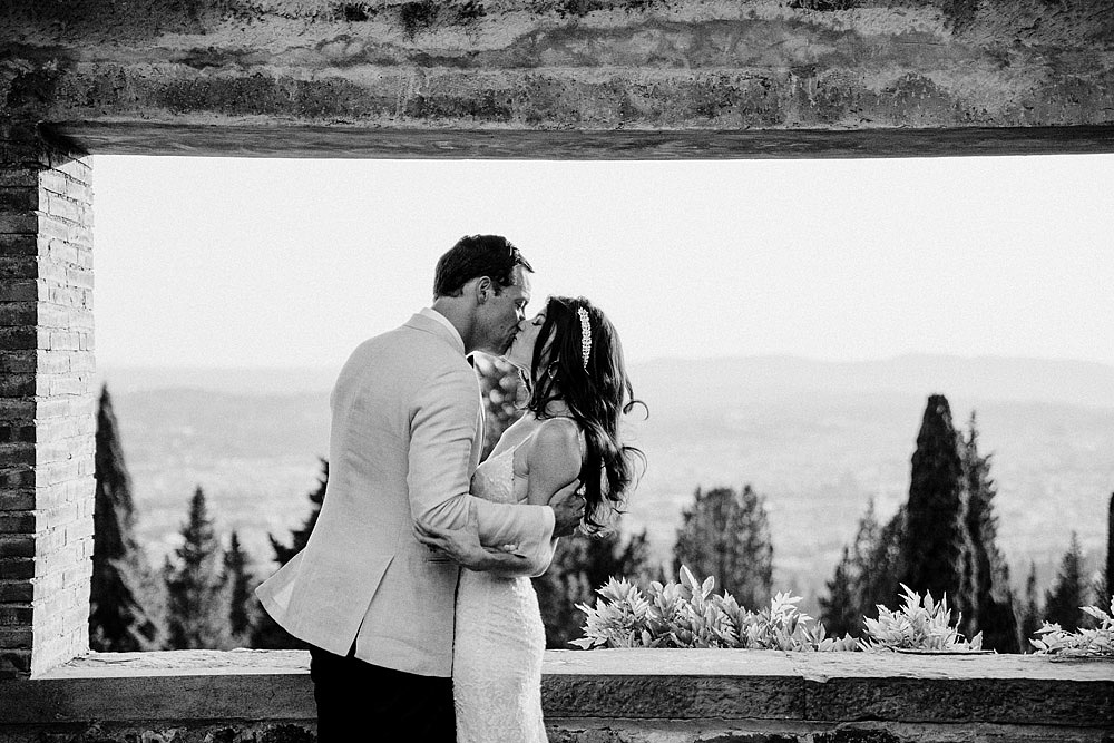 ART AND NATURE FOR A WEDDING AT CASTELLO VINCIGLIATA :: Luxury wedding photography - 39