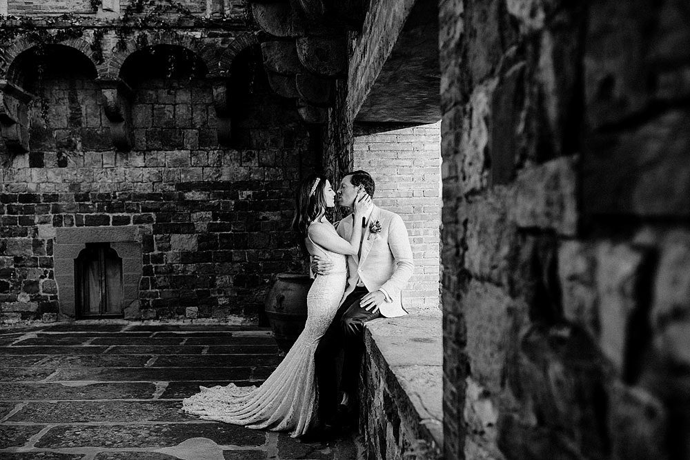 ART AND NATURE FOR A WEDDING AT CASTELLO VINCIGLIATA :: Luxury wedding photography - 41