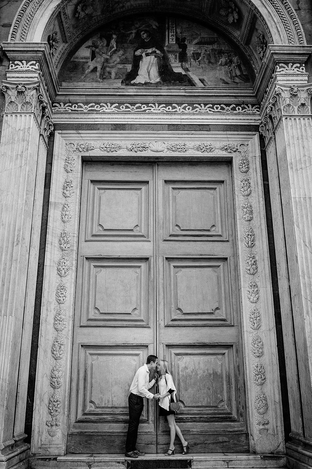 Honeymoon in the hiscoric centre of Florence Tuscany :: Luxury wedding photography - 3
