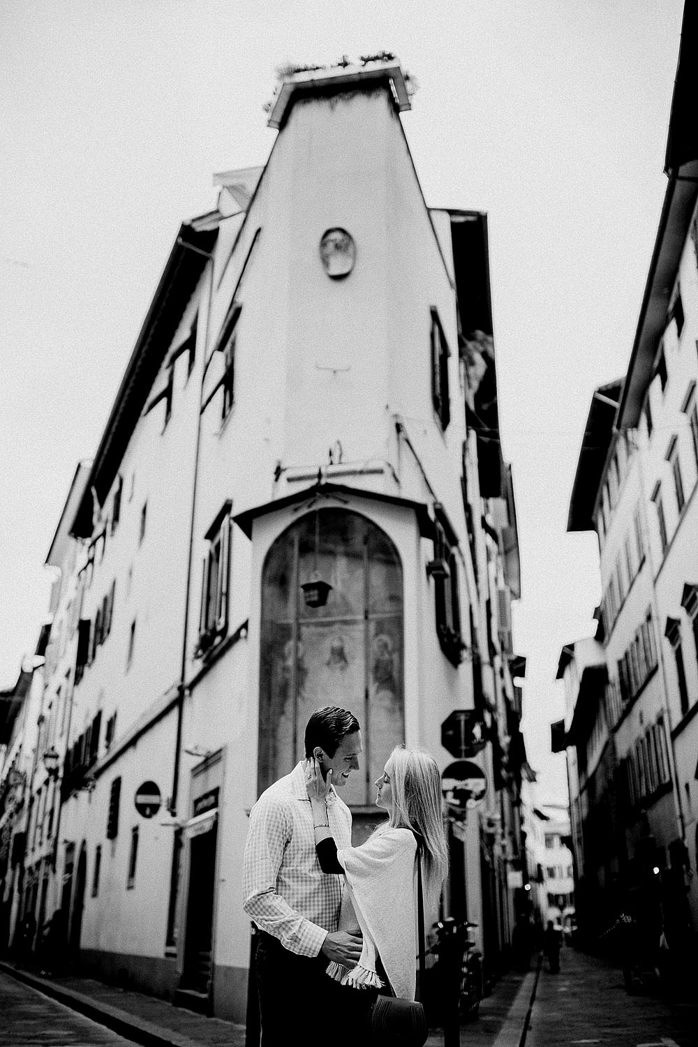 Honeymoon in the hiscoric centre of Florence Tuscany :: Luxury wedding photography - 4