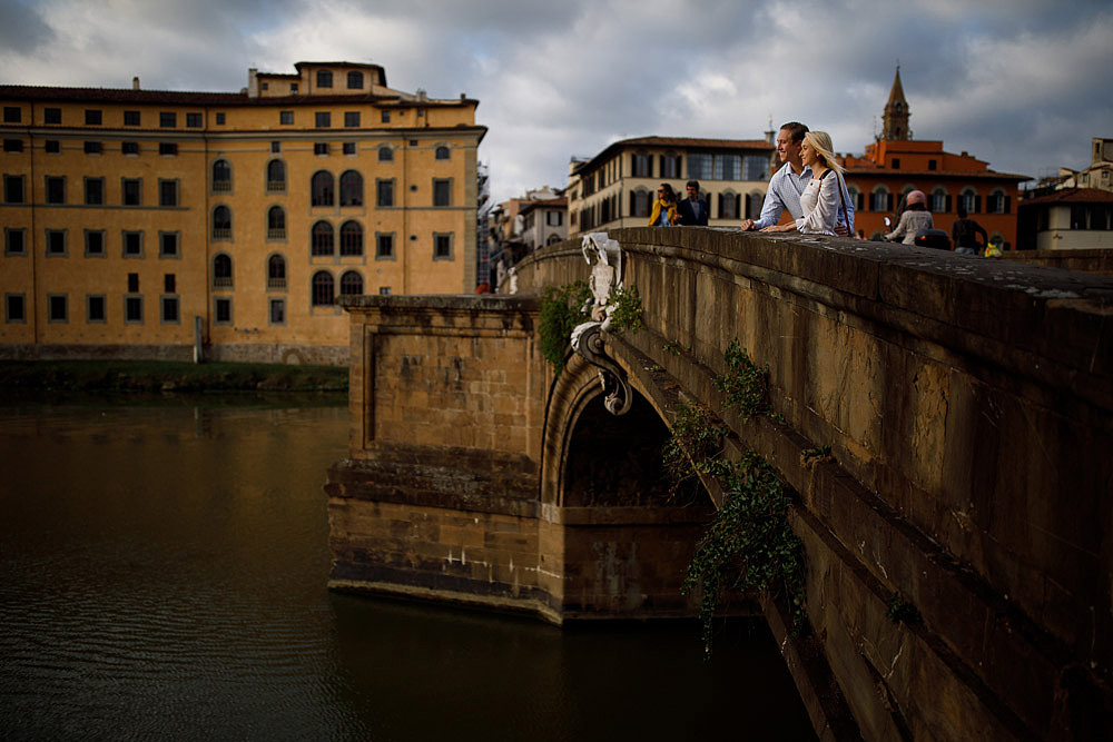 Honeymoon in the hiscoric centre of Florence Tuscany :: Luxury wedding photography - 10