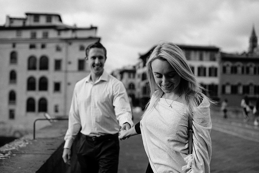Honeymoon in the hiscoric centre of Florence Tuscany :: Luxury wedding photography - 11