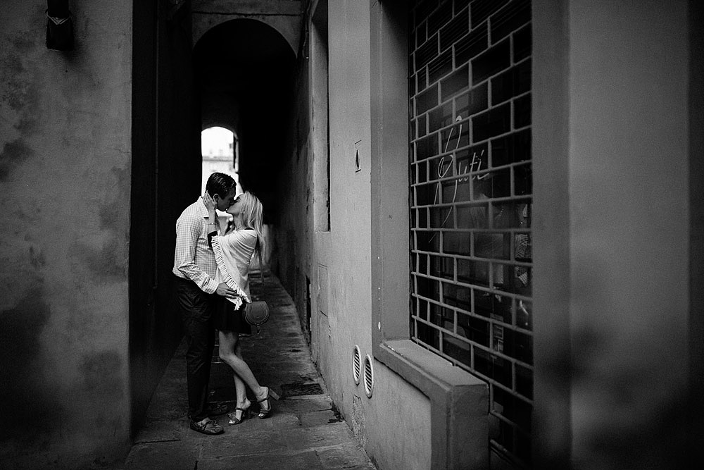 HONEYMOON IN THE HISTORIC CENTRE OF FLORENCE TUSCANY :: Luxury wedding photography - 13