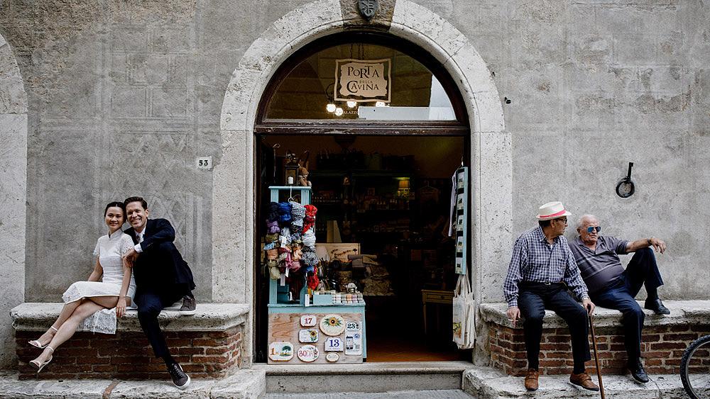 Destination wedding in Val d'Orcia by Borgo Castelvecchio :: Luxury wedding photography - 22