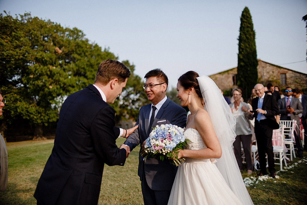 Destination wedding in Val d'Orcia by Borgo Castelvecchio :: Luxury wedding photography - 46