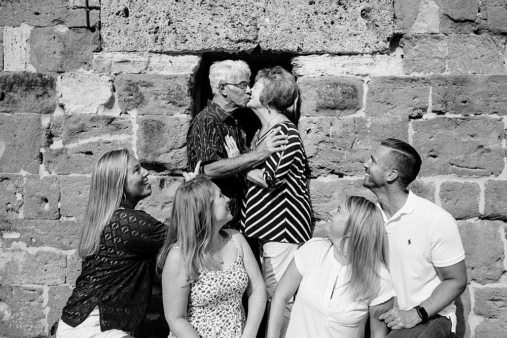 SAN GIMIGNANO FAMILY PORTRAIT IN TUSCANY