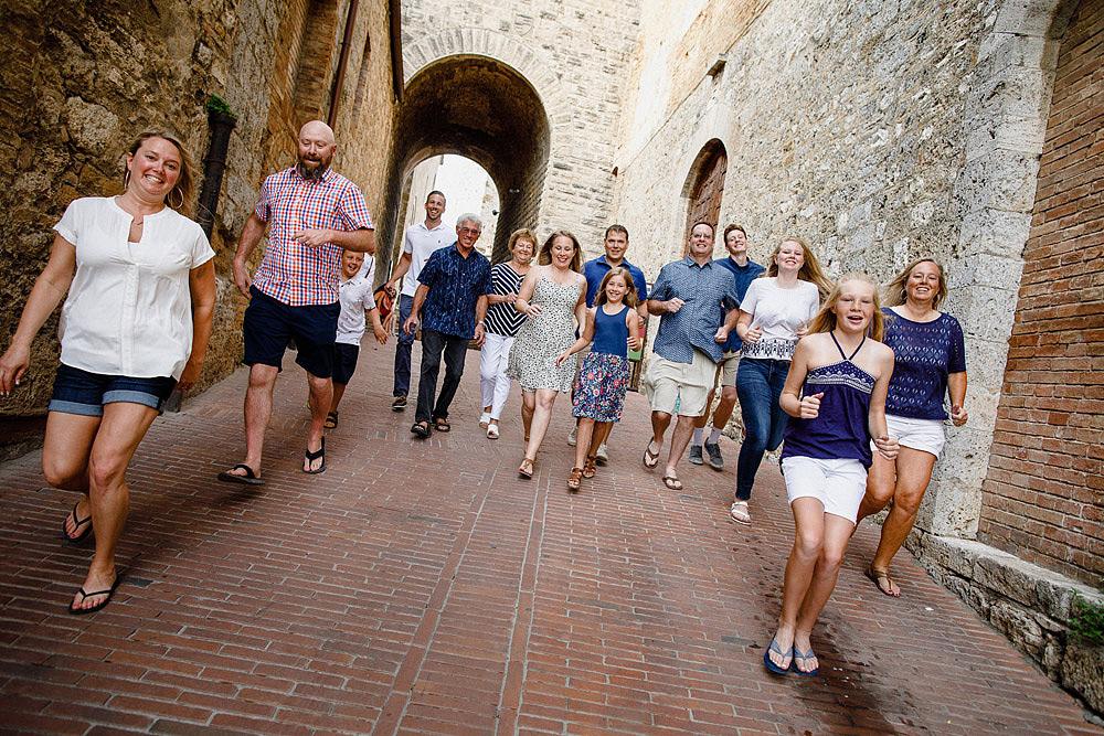 SAN GIMIGNANO RITRATTO DI FAMIGLIA IN TOSCANA :: Luxury wedding photography - 5