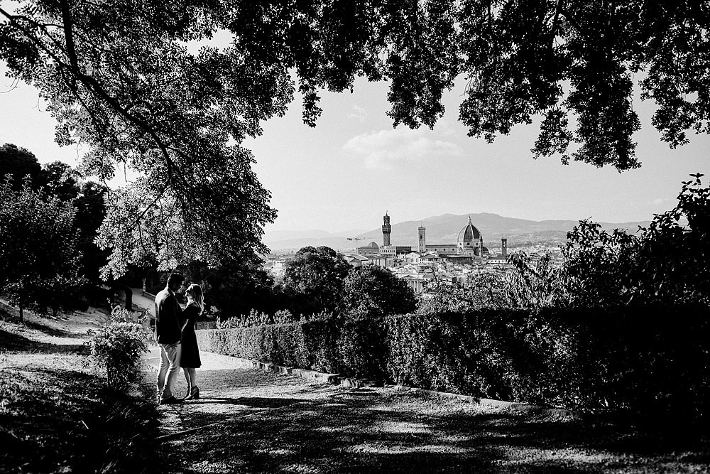 VILLA BARDINI COUPLE PORTRAIT IN FLORENCE CITY OF LOVE :: Luxury wedding photography - 3