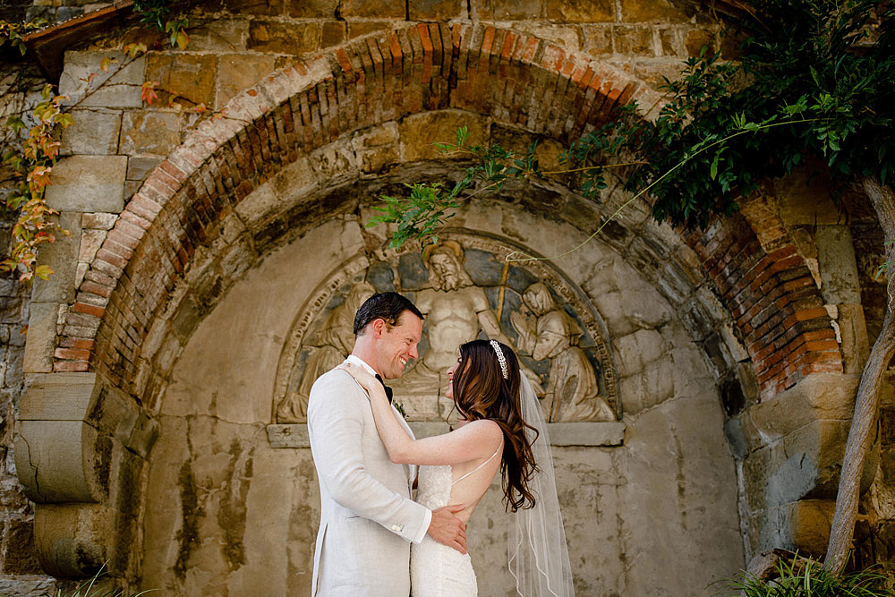ART AND NATURE FOR A WEDDING AT CASTELLO VINCIGLIATA