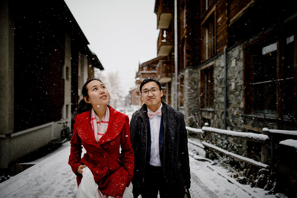 Engagement Session in the snow in Zermatt Switzerland :: Luxury wedding photography - 9