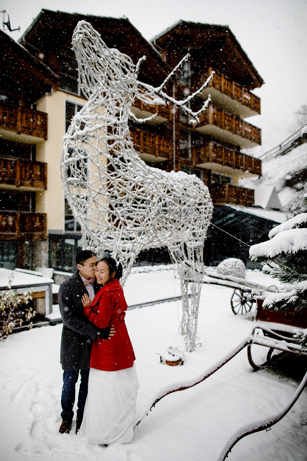 Engagement Session in the snow in Zermatt Switzerland :: Luxury wedding photography - 10