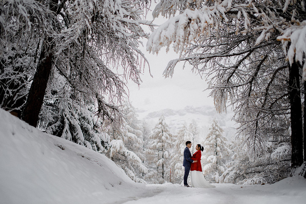 Engagement Session in the snow in Zermatt Switzerland :: Luxury wedding photography - 25