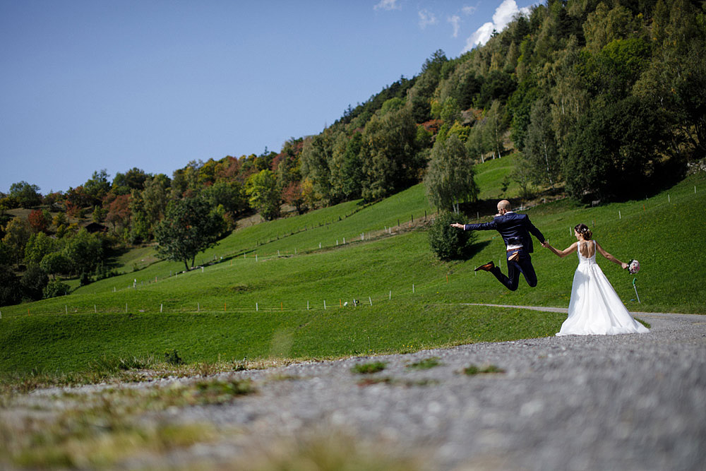 Un Matrimonio Colorato in Montagna | Ausserberg Svizzera :: Luxury wedding photography - 25