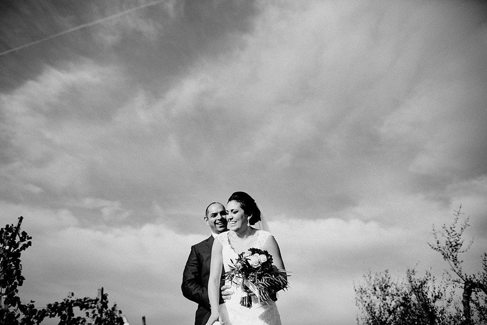 Matrimonio in Toscana ispirato alla natura con tocchi di rosso e bianco :: Luxury wedding photography - 1