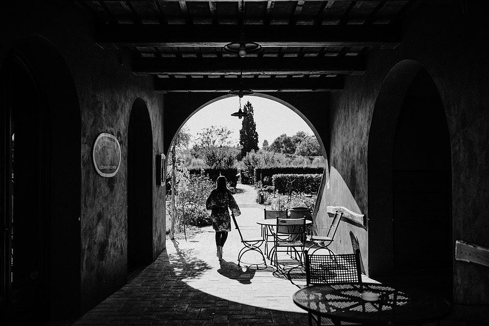 Matrimonio in Toscana ispirato alla natura con tocchi di rosso e bianco :: Luxury wedding photography - 2