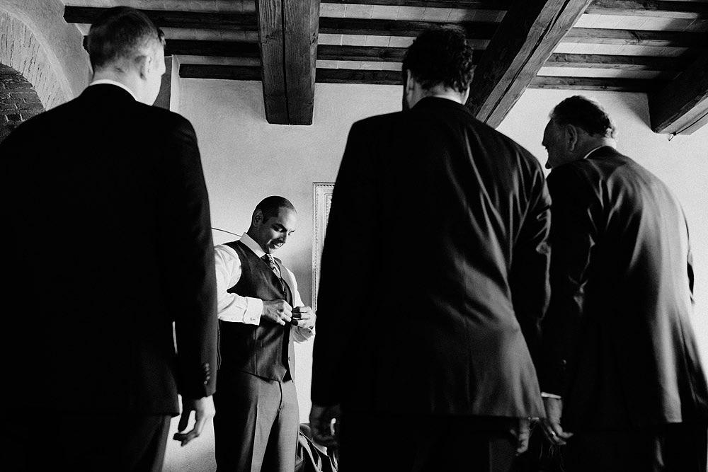 Matrimonio in Toscana ispirato alla natura con tocchi di rosso e bianco :: Luxury wedding photography - 5