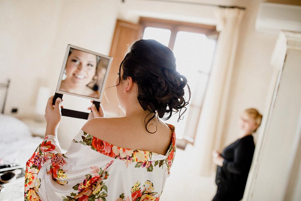 Matrimonio in Toscana ispirato alla natura con tocchi di rosso e bianco :: Luxury wedding photography - 9