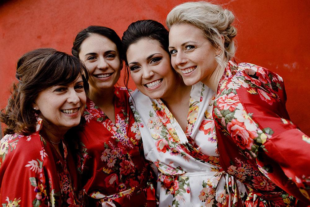 Matrimonio in Toscana ispirato alla natura con tocchi di rosso e bianco :: Luxury wedding photography - 10