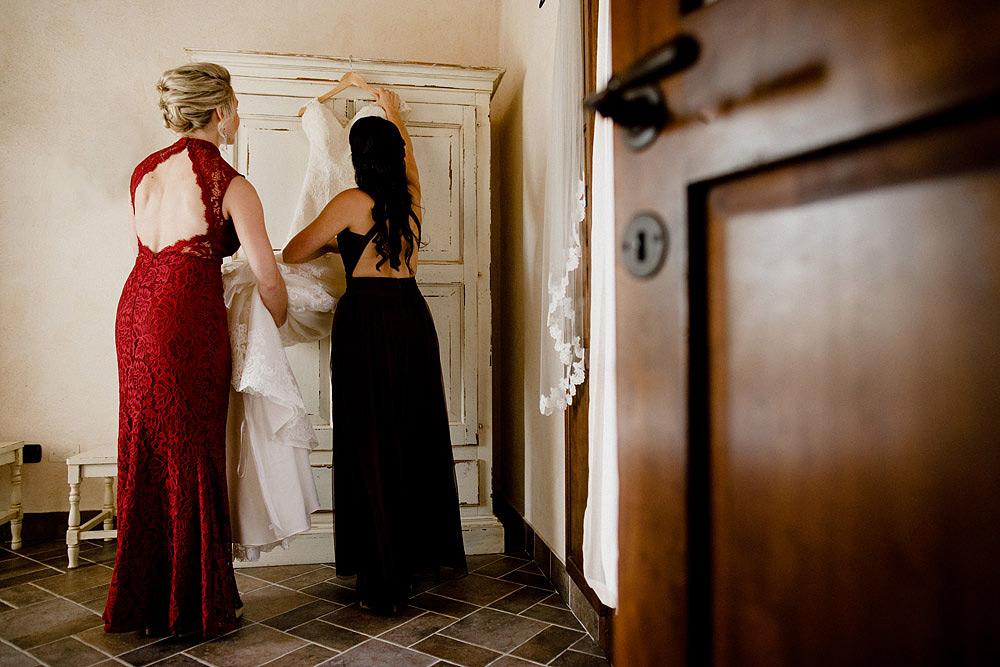 Matrimonio in Toscana ispirato alla natura con tocchi di rosso e bianco :: Luxury wedding photography - 11