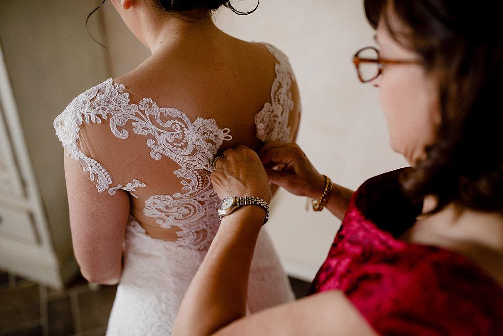Matrimonio in Toscana ispirato alla natura con tocchi di rosso e bianco :: Luxury wedding photography - 12