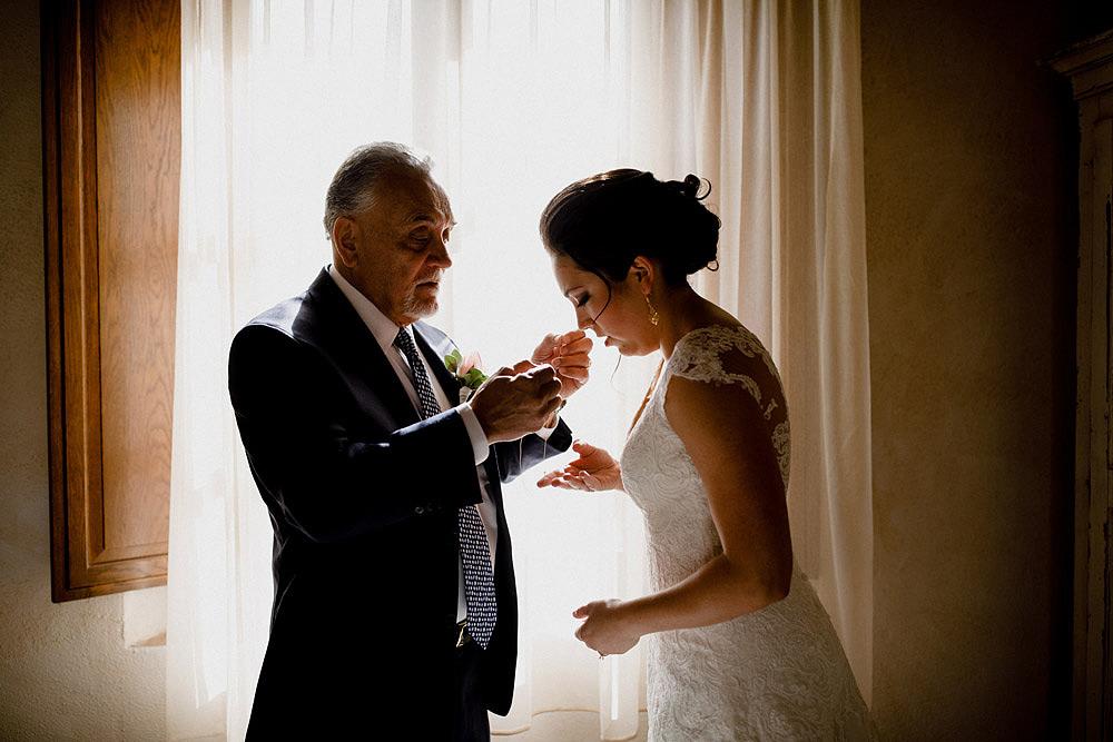 Matrimonio in Toscana ispirato alla natura con tocchi di rosso e bianco :: Luxury wedding photography - 13