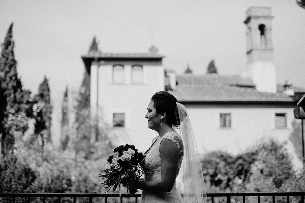 Matrimonio in Toscana ispirato alla natura con tocchi di rosso e bianco :: Luxury wedding photography - 17